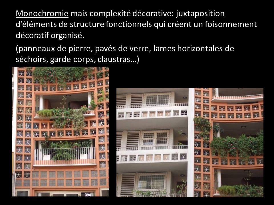 Monochromie mais complexité décorative: juxtaposition déléments de structure fonctionnels qui créent un foisonnement décoratif organisé. (panneaux de