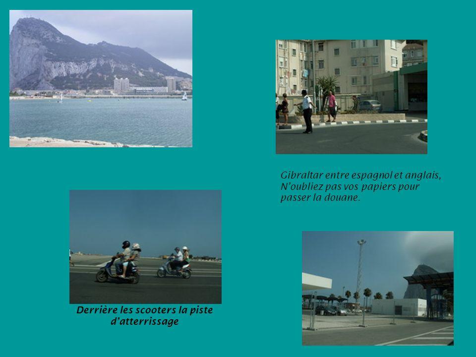 Gibraltar entre espagnol et anglais, Noubliez pas vos papiers pour passer la douane.