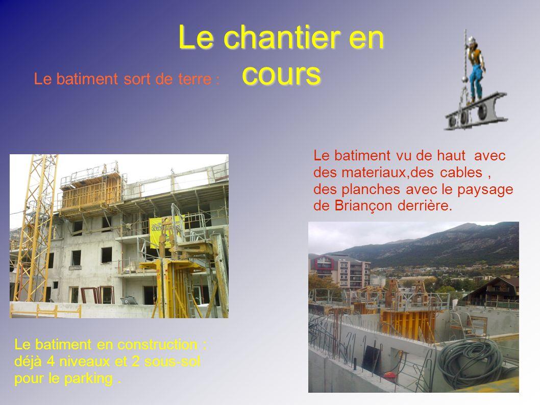 Le chantier en cours Le batiment sort de terre : Le batiment en construction : déjà 4 niveaux et 2 sous-sol pour le parking. Le batiment vu de haut av