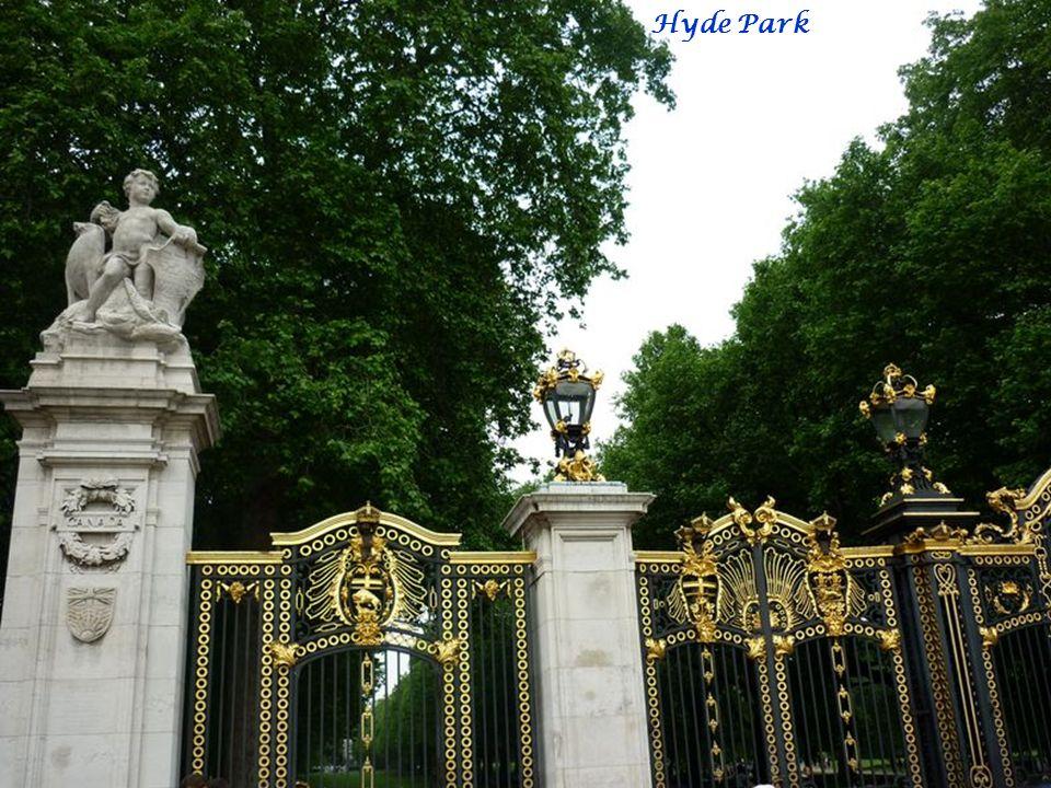 Buckingham Queen Victoria Memorial