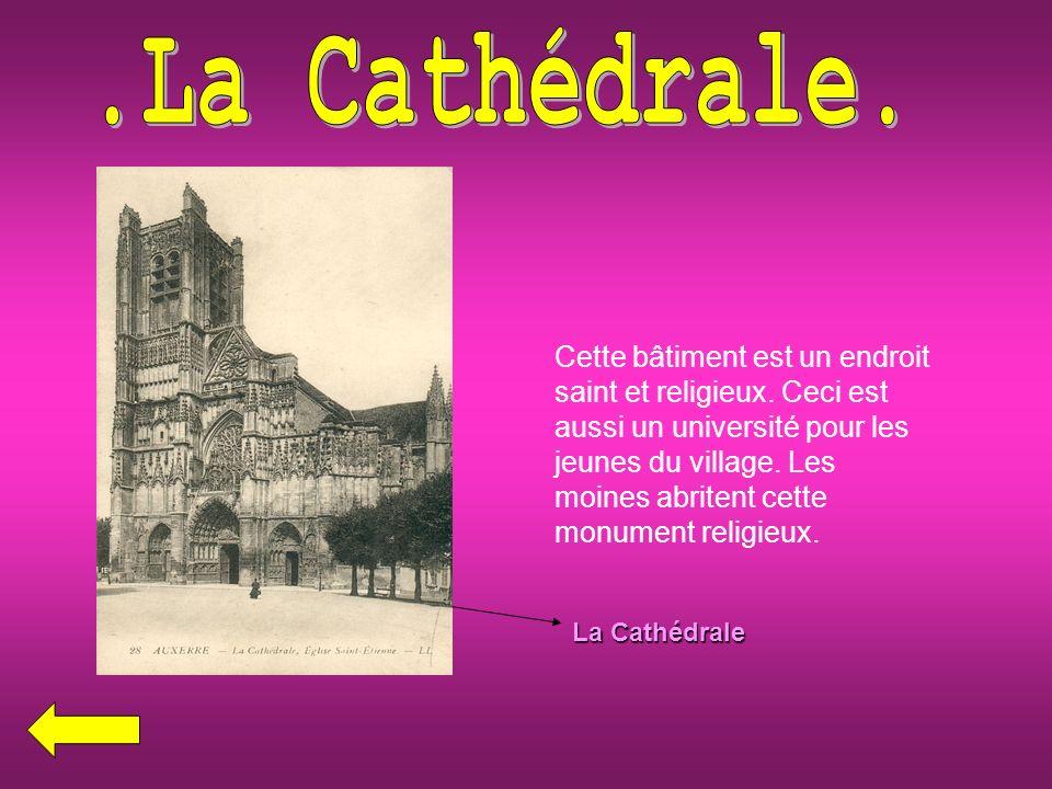 La Cathédrale Cette bâtiment est un endroit saint et religieux.