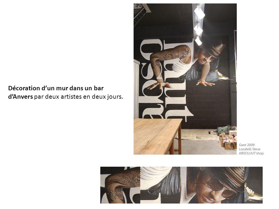 Décoration dun mur dans un bar dAnvers par deux artistes en deux jours.
