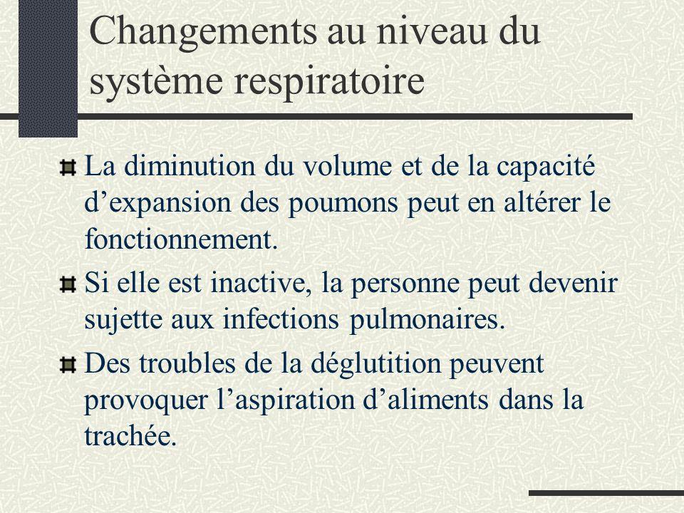 Changements au niveau du système respiratoire La diminution du volume et de la capacité dexpansion des poumons peut en altérer le fonctionnement.