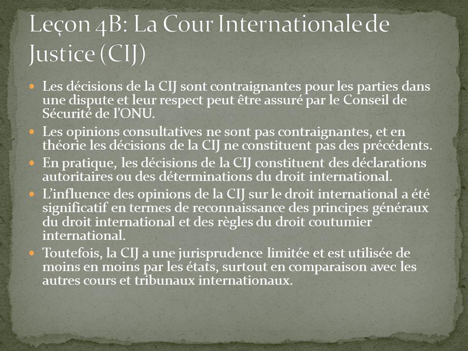 Les décisions de la CIJ sont contraignantes pour les parties dans une dispute et leur respect peut être assuré par le Conseil de Sécurité de lONU. Les