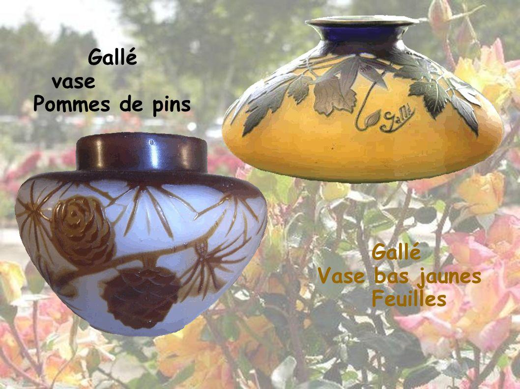 Gallé Vase bas jaunes Feuilles Gallé vase Pommes de pins