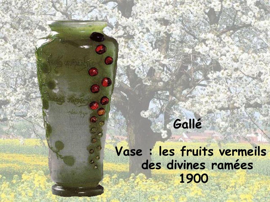 Gallé Vase : les fruits vermeils des divines ramées 1900