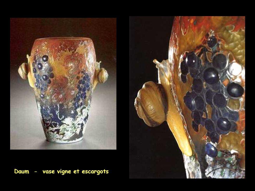 Daum - vase vigne et escargots