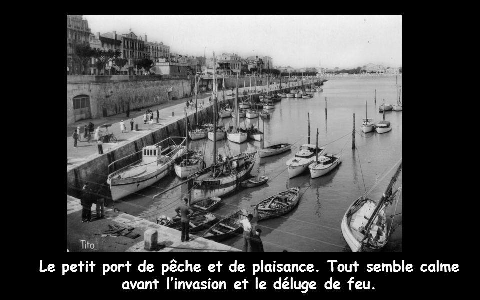 De brefs combats éclatent aux abords du quartier général allemand, avant que le contre-amiral Michaelles ne consente à se rendre, aux environs de 12 heures 40.