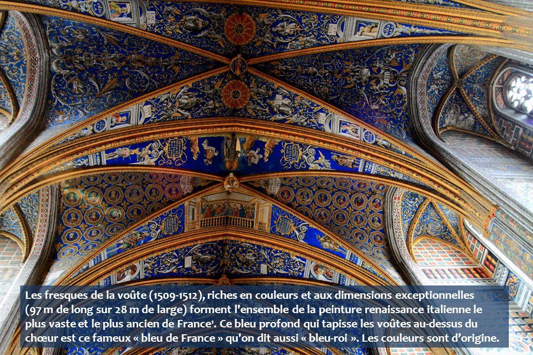 Les fresques de la voûte (1509-1512), riches en couleurs et aux dimensions exceptionnelles (97 m de long sur 28 m de large) forment l ensemble de la peinture renaissance italienne le plus vaste et le plus ancien de France 1.