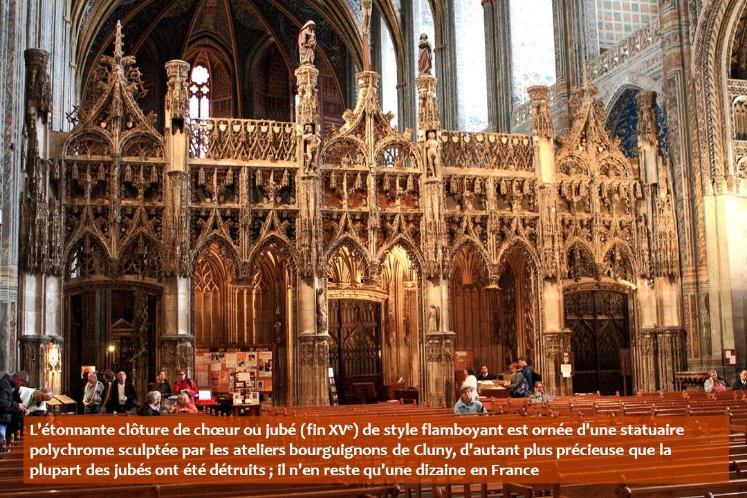 L étonnante clôture de chœur ou jubé (fin XV e ) de style flamboyant est ornée d une statuaire polychrome sculptée par les ateliers bourguignons de Cluny, d autant plus précieuse que la plupart des jubés ont été détruits ; il n en reste qu une dizaine en France