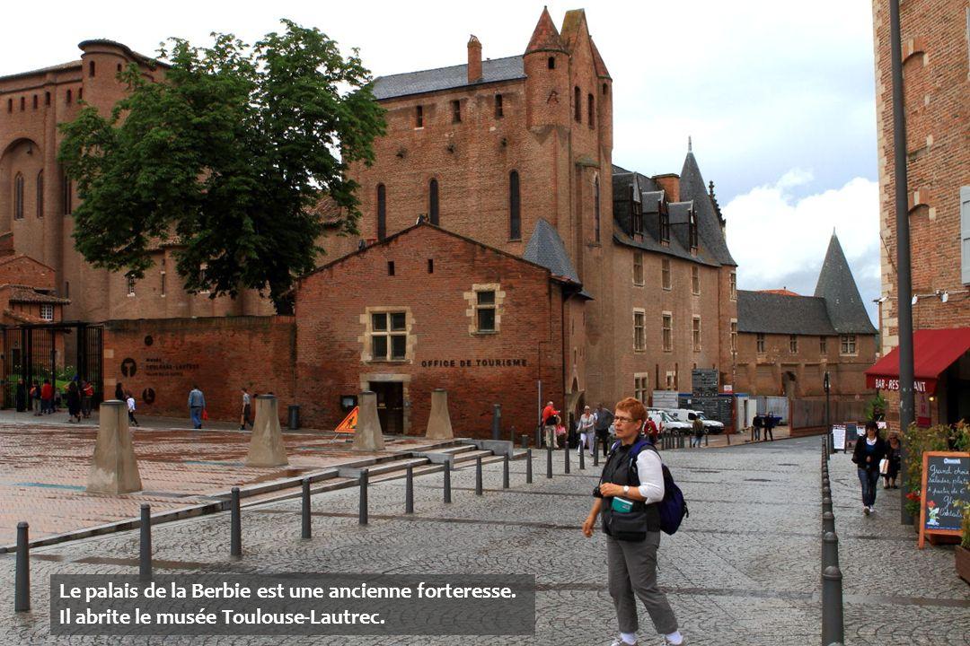 Le palais de la Berbie est une ancienne forteresse. Il abrite le musée Toulouse-Lautrec.