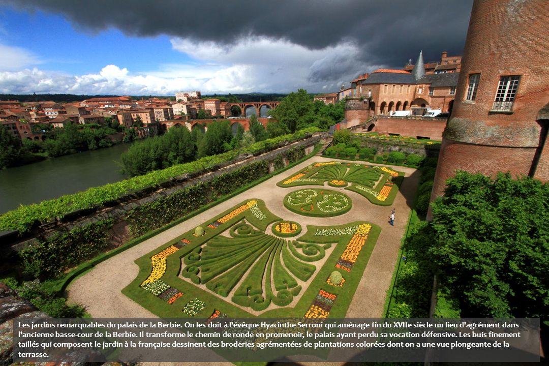 Les jardins remarquables du palais de la Berbie.