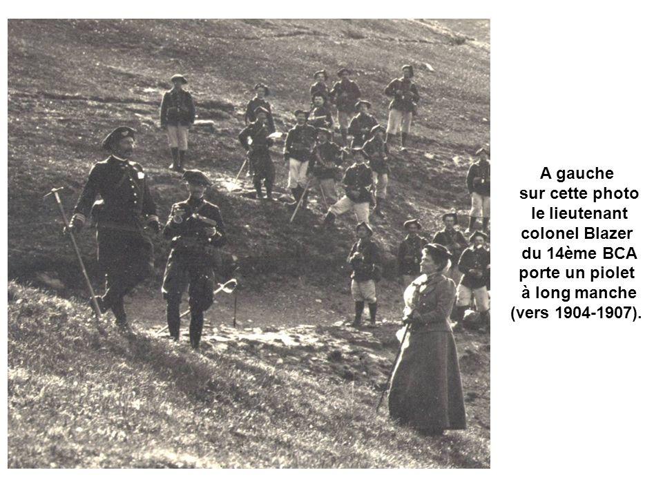Avant 1896 : on rencontre fréquement le n° du régiment brodé sur une pièce de tissu rapportée sur la tarte.