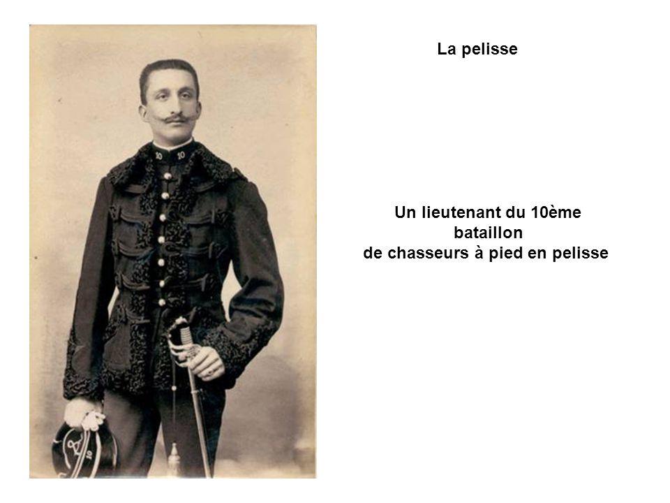 Effet des plus fastueux, la pelisse n était plus portée que par les Hussards (jusqu en 1859) et des Guides de la garde impériale du second empire.