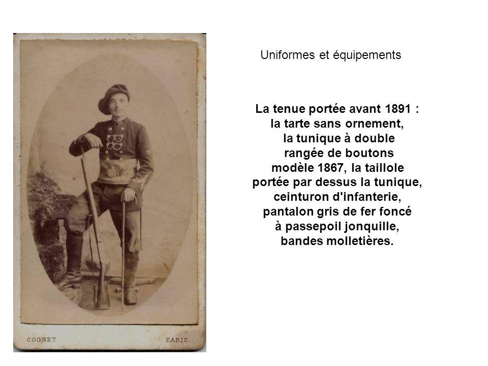 A partir de 1911, la tunique modèle 1893 porte une rangée de neuf boutons, comme celle de ce lieutenant du 39ème régiment d infanterie.