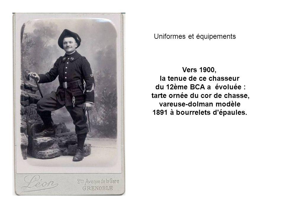 Sur cette photo datée de décembre 1912 ce capitaine du 159 ème RIA porte la tunique modèle 1893, mais avec une rangée de sept boutons alors que depuis 1911 elle devrait en comporter neuf.