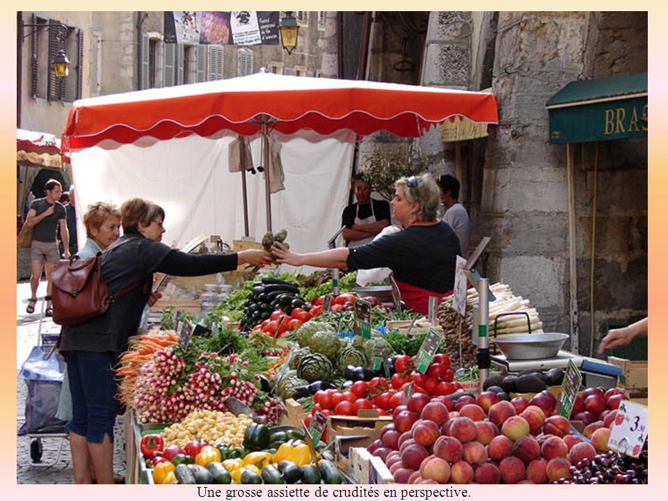 Fruits aux couleurs chatoyantes et marchandes des 4 saisons à lunisson…