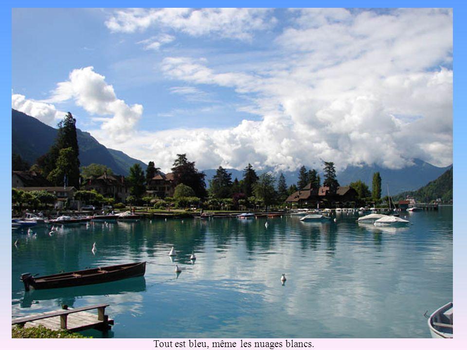 La baie de Talloires et son embarcadère.