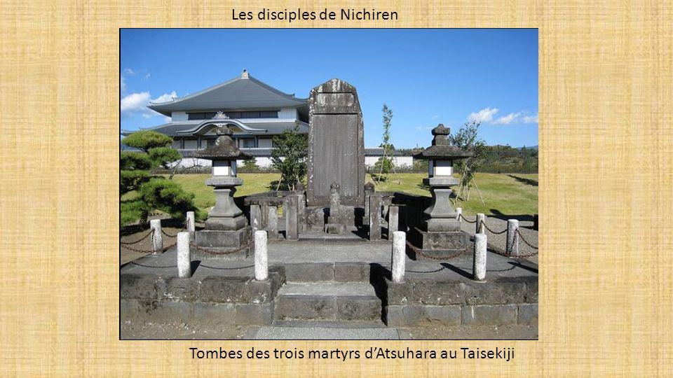 Les disciples de Nichiren Tombes des trois martyrs dAtsuhara au Taisekiji