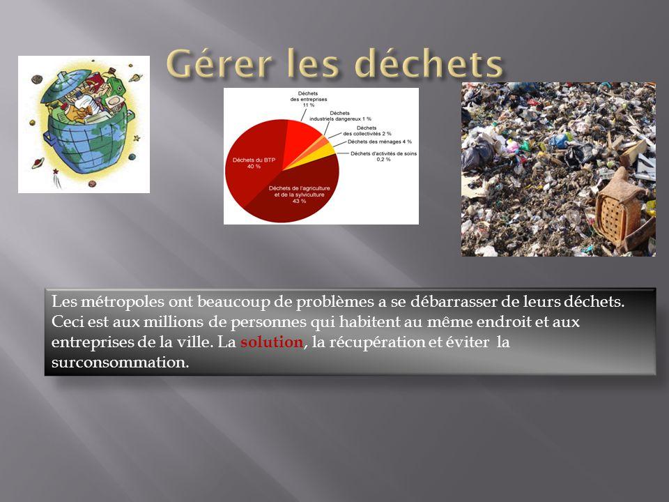 Les métropoles ont beaucoup de problèmes a se débarrasser de leurs déchets. Ceci est aux millions de personnes qui habitent au même endroit et aux ent