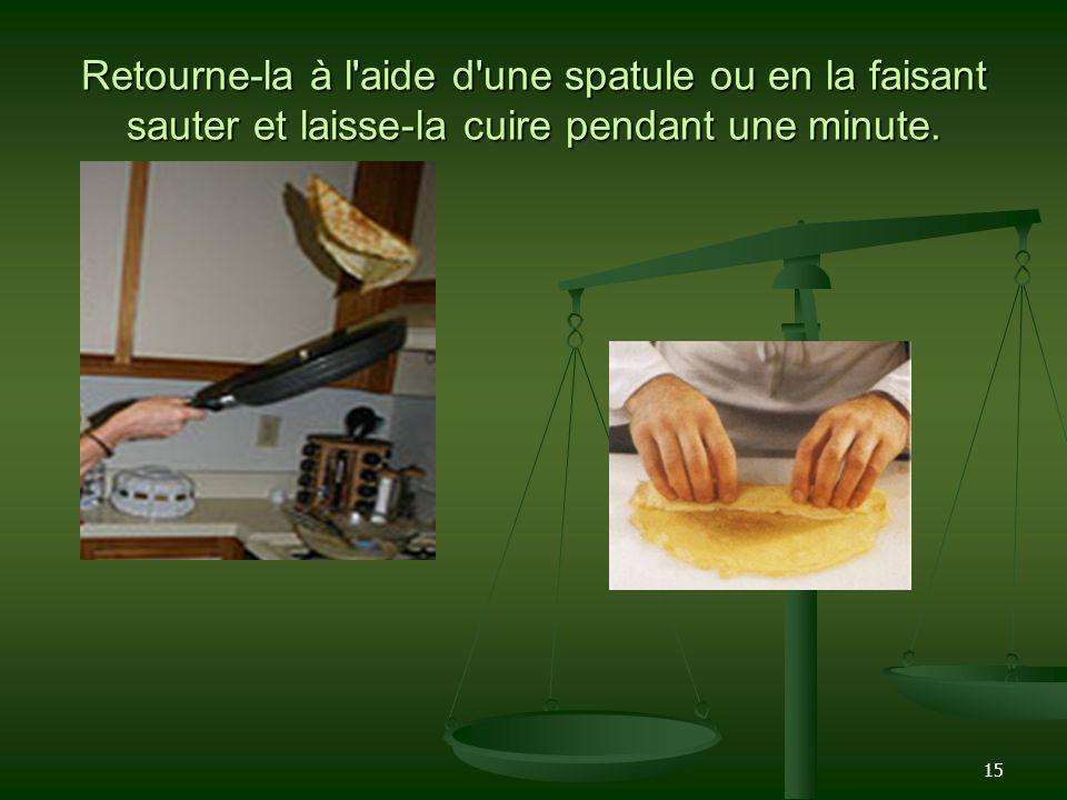 15 Retourne-la à l'aide d'une spatule ou en la faisant sauter et laisse-la cuire pendant une minute.