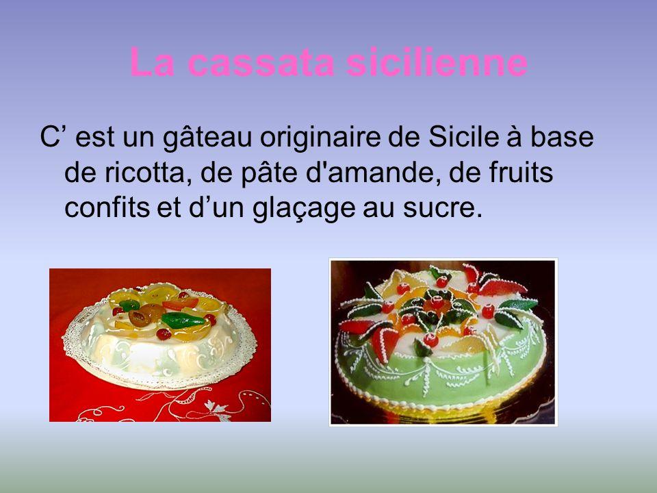 La cassata sicilienne C est un gâteau originaire de Sicile à base de ricotta, de pâte d'amande, de fruits confits et dun glaçage au sucre.