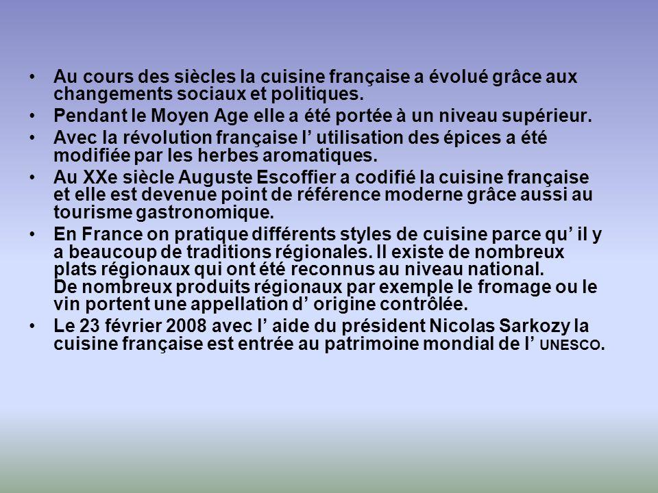 Au cours des siècles la cuisine française a évolué grâce aux changements sociaux et politiques. Pendant le Moyen Age elle a été portée à un niveau sup