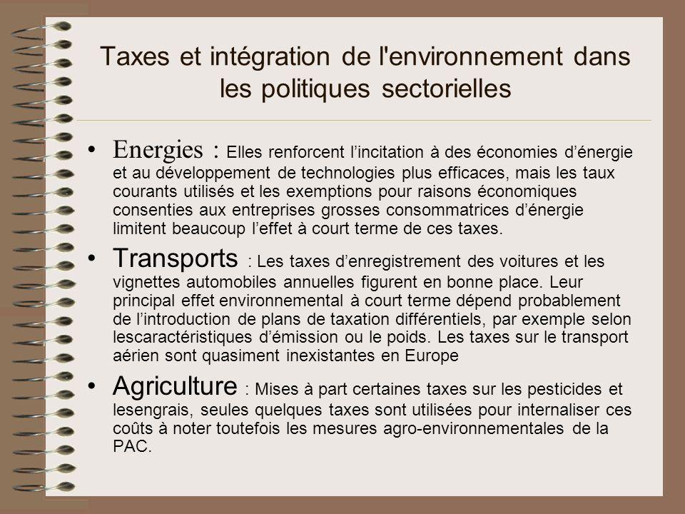 Types d écotaxes Les écotaxes et redevances environnementales peuvent être classées de plusieurs manières et sont distinguées en fonction des éléments suivants: principal objectif: redevances de couverture des coûts, redevances incitatives, écotaxes (fiscales) principal champ dapplication: taxes sur lénergie, le transport, la pollution et les ressources naturelles (autres que lénergie) point dapplication: taxes sur la pollution, les produits, les biens déquipement, les activités base de taxation: taxes sur le carburant, les eaux usées, les émissions, les emballages, etc.