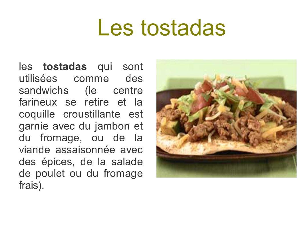 Les tostadas les tostadas qui sont utilisées comme des sandwichs (le centre farineux se retire et la coquille croustillante est garnie avec du jambon