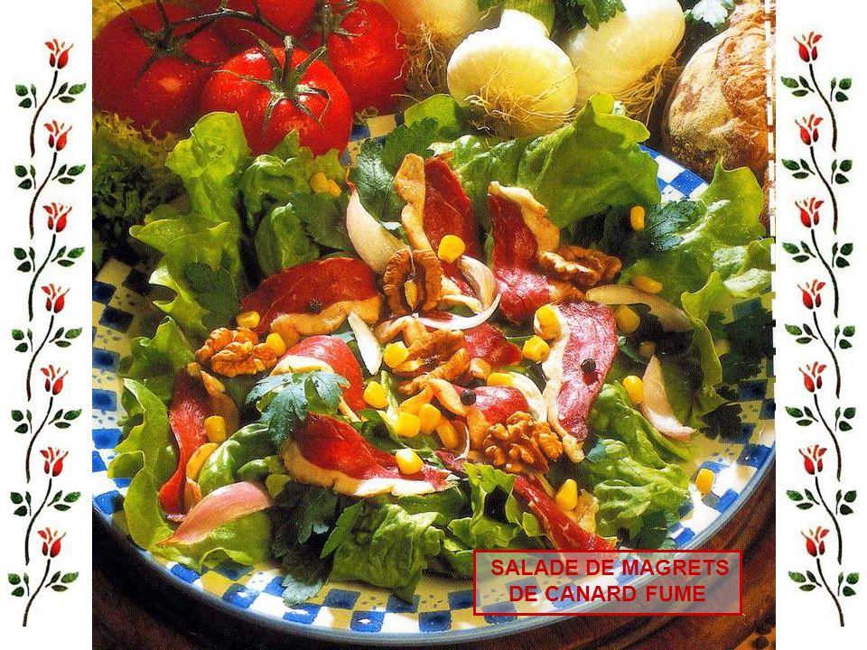 Pour 4 personnes : - 200 gr de viande hachée, 3 jaunes dœufs, 150 gr de foies de volaille hachés, 1 bouquet garni, 2 clous de girofle, 1 poularde de 1