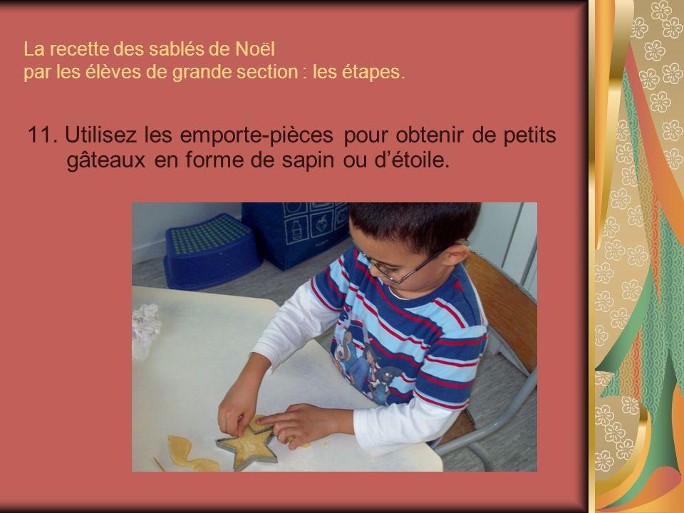 La recette des sablés de Noël par les élèves de grande section : les étapes. 11. Utilisez les emporte-pièces pour obtenir de petits gâteaux en forme d