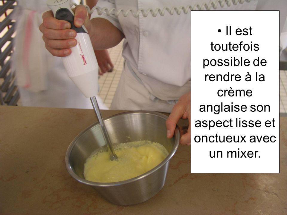 Il est toutefois possible de rendre à la crème anglaise son aspect lisse et onctueux avec un mixer.
