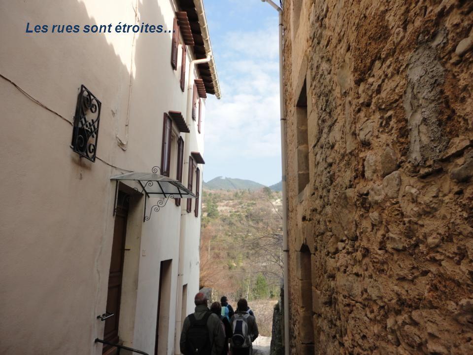 Le départ commence par la traversée du village