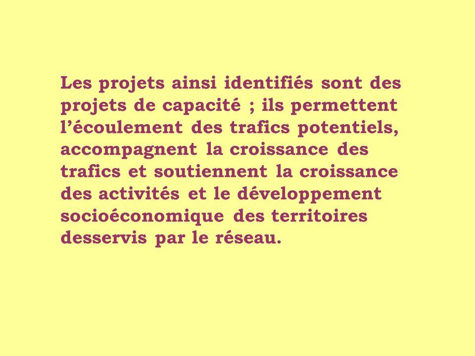 Les projets ainsi identifiés sont des projets de capacité ; ils permettent lécoulement des trafics potentiels, accompagnent la croissance des trafics et soutiennent la croissance des activités et le développement socioéconomique des territoires desservis par le réseau.