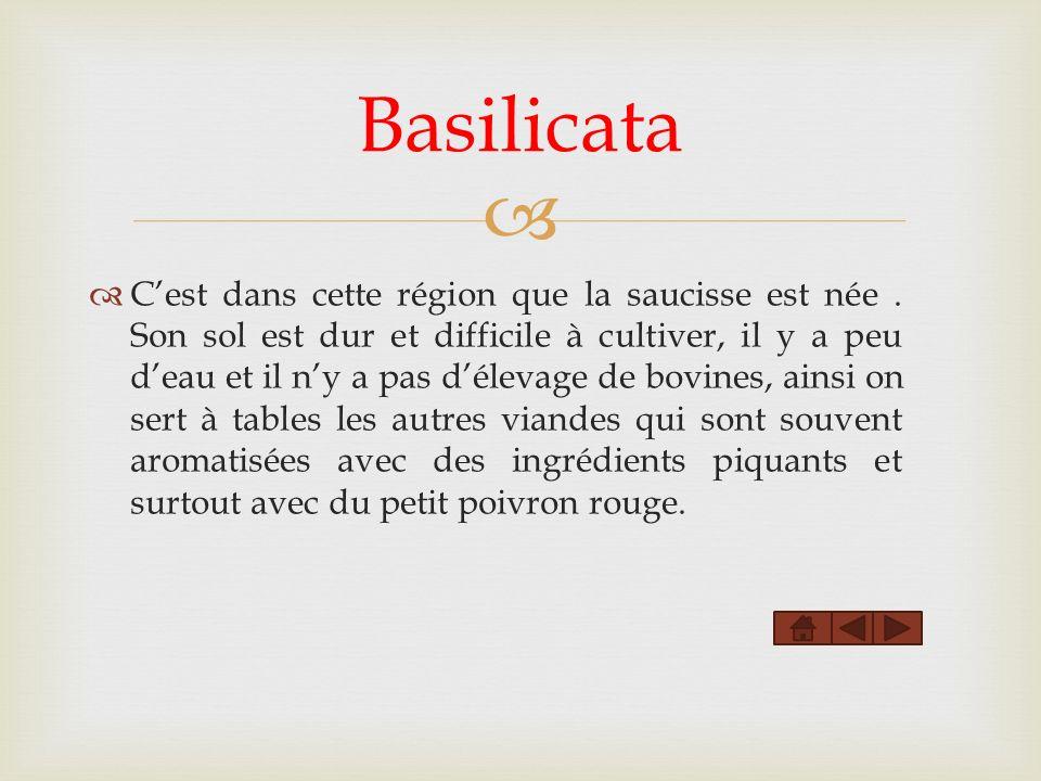 Basilicata Cest dans cette région que la saucisse est née. Son sol est dur et difficile à cultiver, il y a peu deau et il ny a pas délevage de bovines