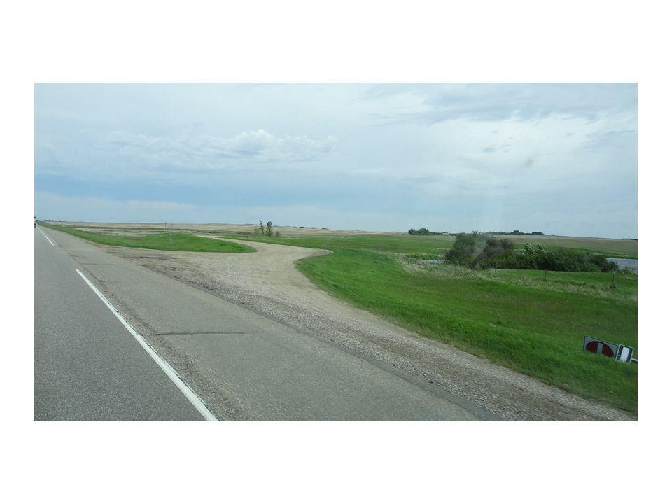 Plus loin, la petite ville Lloydminster à la particularité d appartenir aux deux provinces, la borne entre la Saskatchewan et l Alberta passe au milieu de ville.