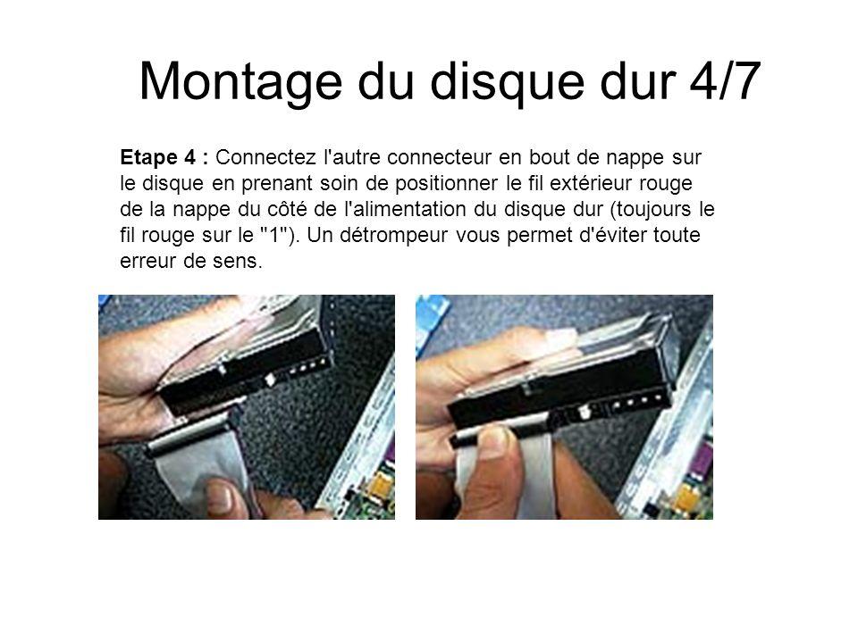 Montage du disque dur 4/7 Etape 4 : Connectez l'autre connecteur en bout de nappe sur le disque en prenant soin de positionner le fil extérieur rouge