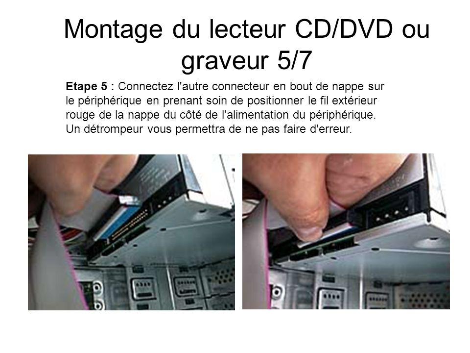 Montage du lecteur CD/DVD ou graveur 5/7 Etape 5 : Connectez l'autre connecteur en bout de nappe sur le périphérique en prenant soin de positionner le