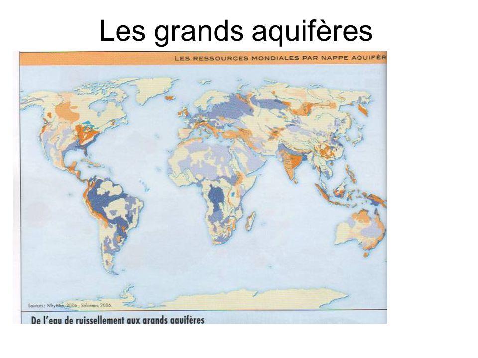 b) linégale distribution entre les continents Les continents riches en eau Les continents déficitaires Les territoires fortement dotés en ressources: 9 états se partagent 60% des ressources