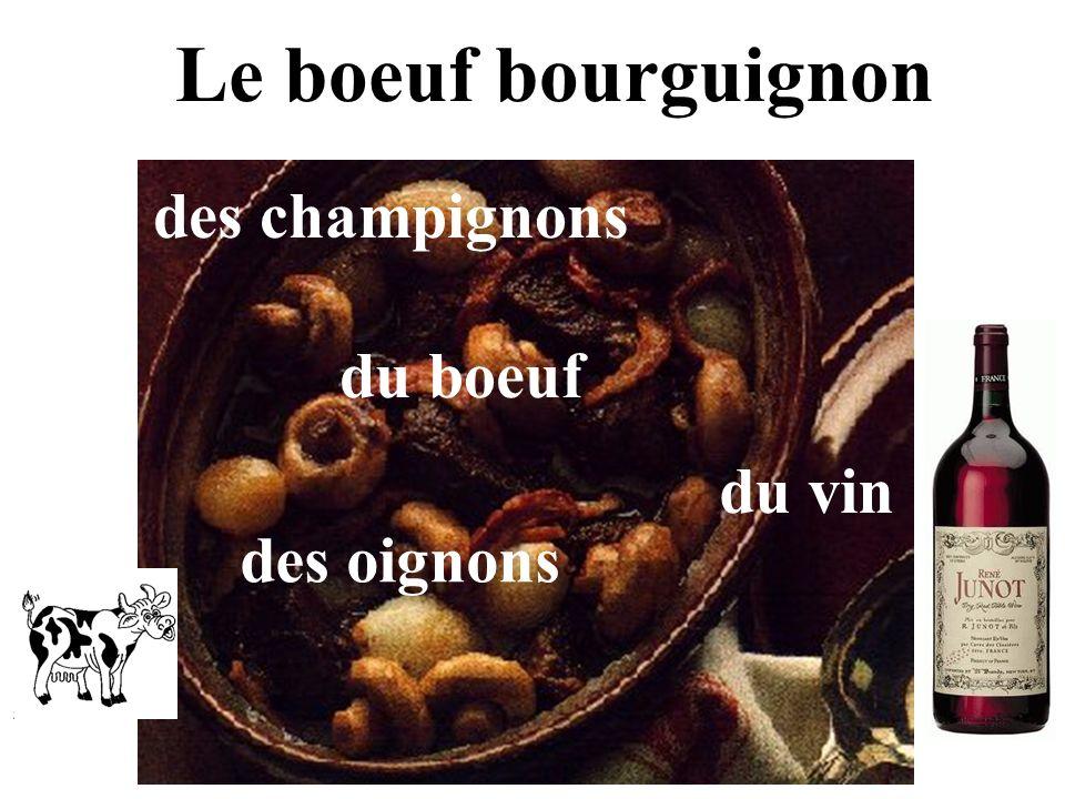 Le boeuf bourguignon des champignons des oignons du boeuf du vin