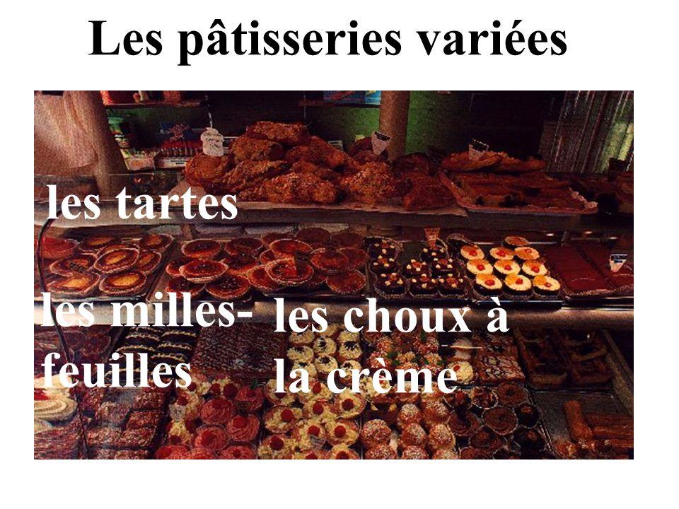 Les pâtisseries variées les tartes les choux à la crème les milles- feuilles