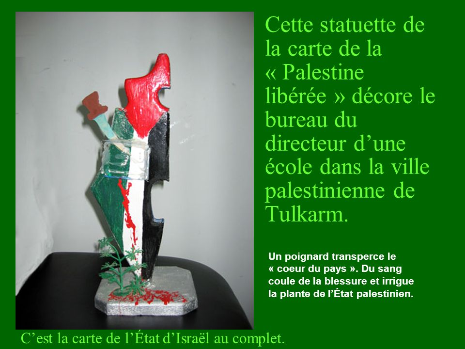Cette statuette de la carte de la « Palestine libérée » décore le bureau du directeur dune école dans la ville palestinienne de Tulkarm. Cest la carte