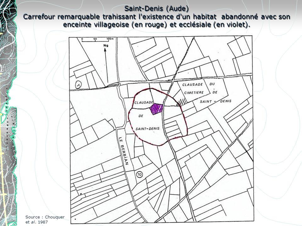 Saint-Denis (Aude) Carrefour remarquable trahissant l'existence d'un habitat abandonné avec son enceinte villageoise (en rouge) et ecclésiale (en viol