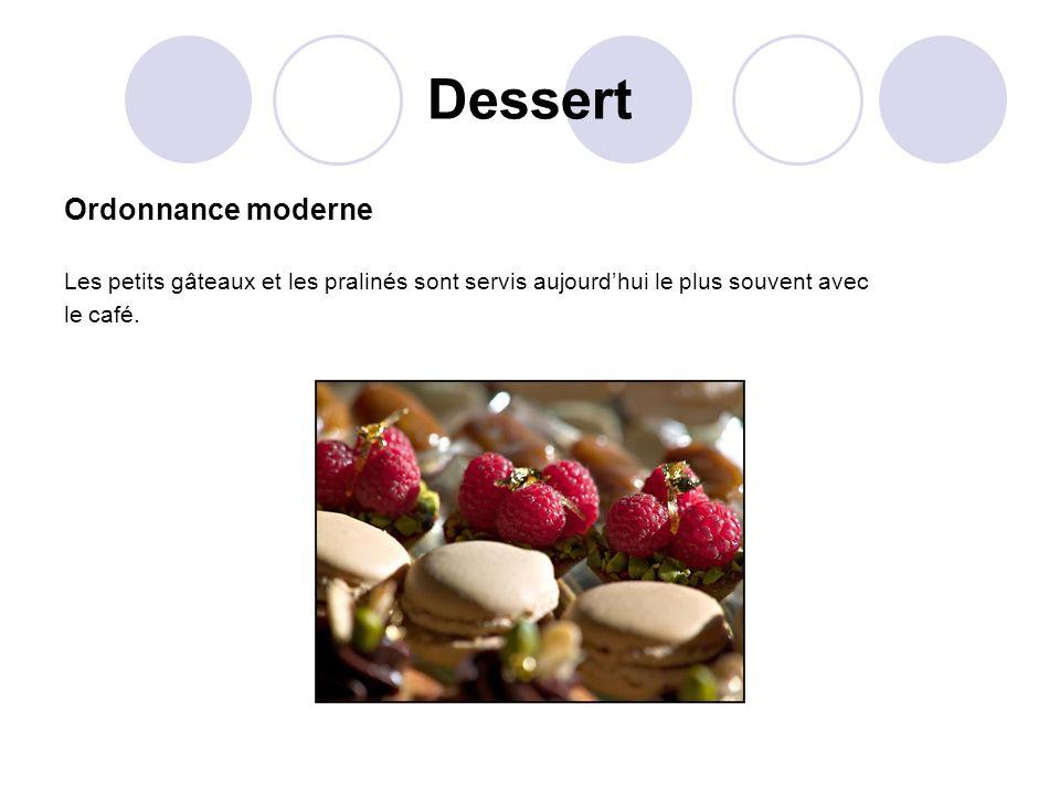 Dessert Ordonnance moderne Les petits gâteaux et les pralinés sont servis aujourdhui le plus souvent avec le café.
