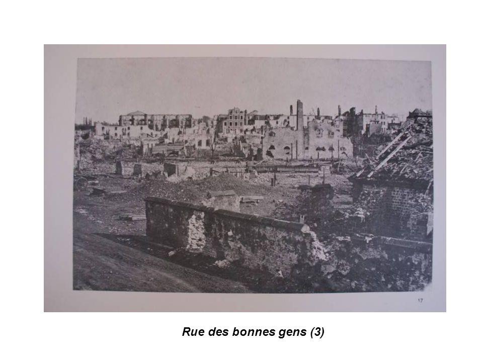 Emile Kuss, maire de Strasbourg, sur les ruines de Strasbourg bombardée.