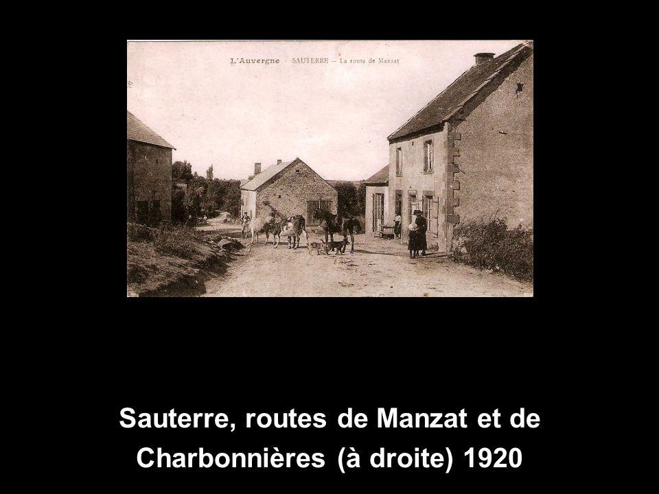 Sauterre, routes de Manzat et de Charbonnières (à droite) 1920
