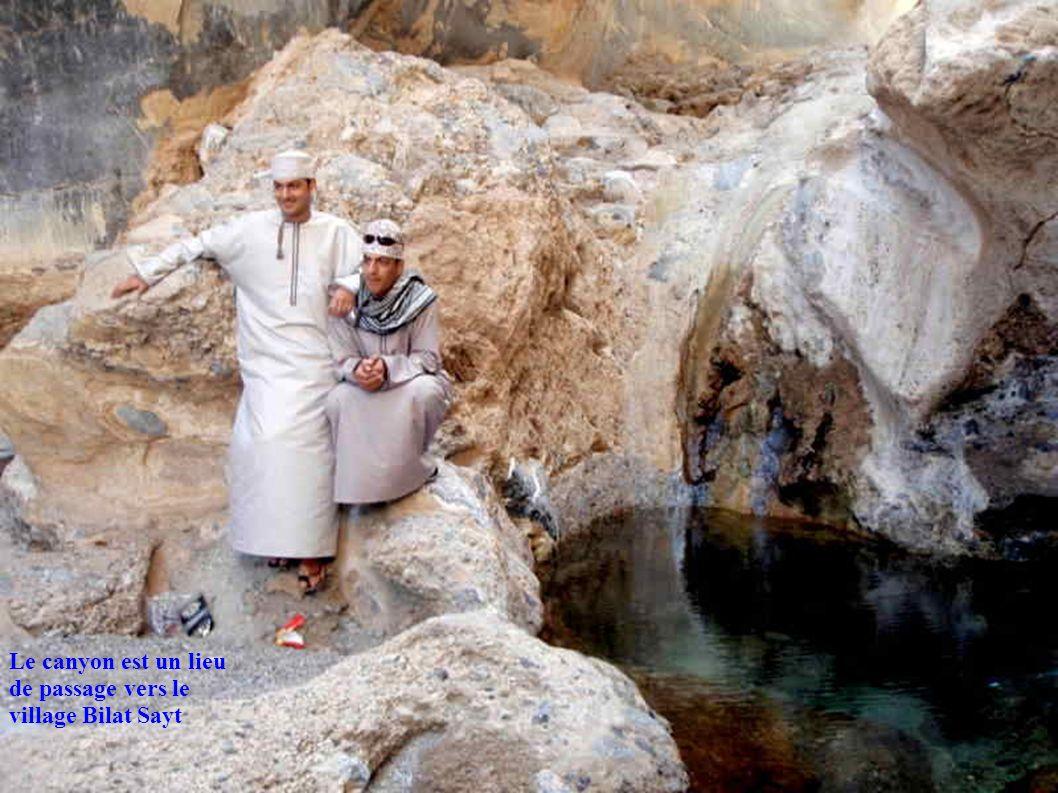 Le canyon est un lieu de passage vers le village Bilat Sayt