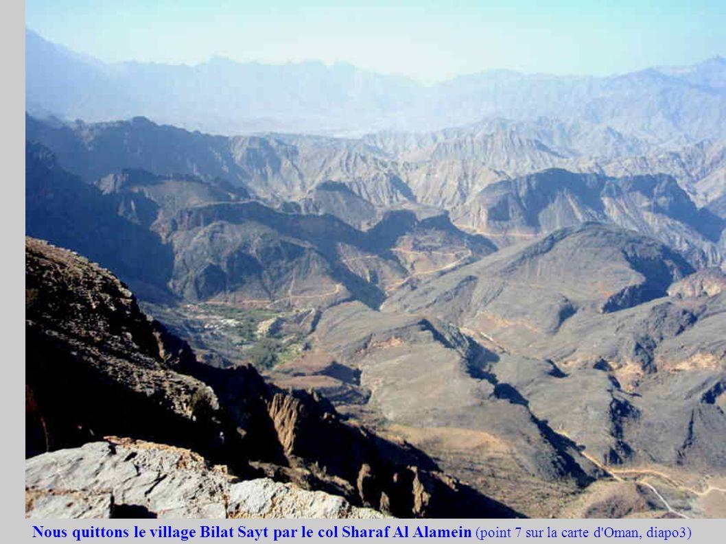 Nous quittons le village Bilat Sayt par le col Sharaf Al Alamein (point 7 sur la carte d'Oman, diapo3)