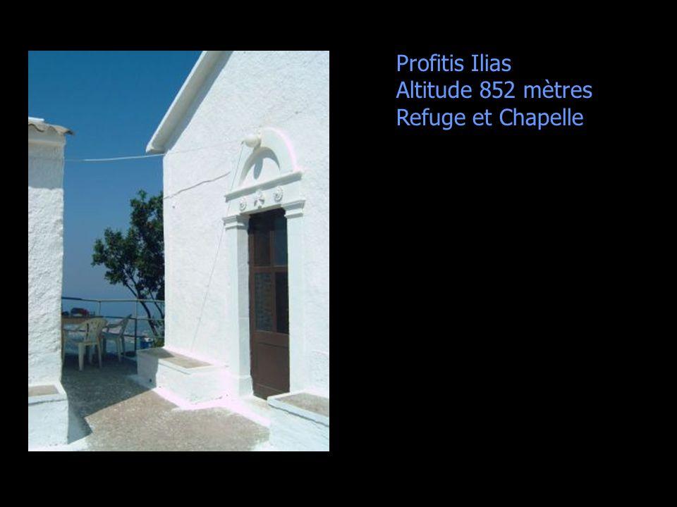 Profitis Ilias Altitude 852 mètres Refuge et Chapelle