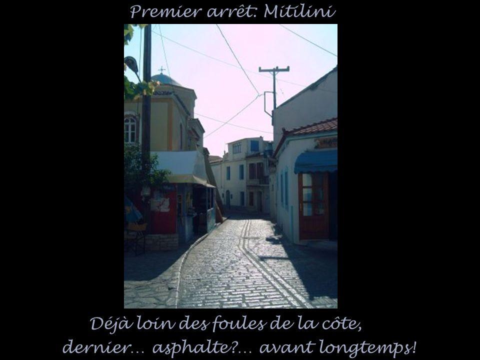 Déjà loin des foules de la côte, dernier… asphalte … avant longtemps! Premier arrêt: Mitilini